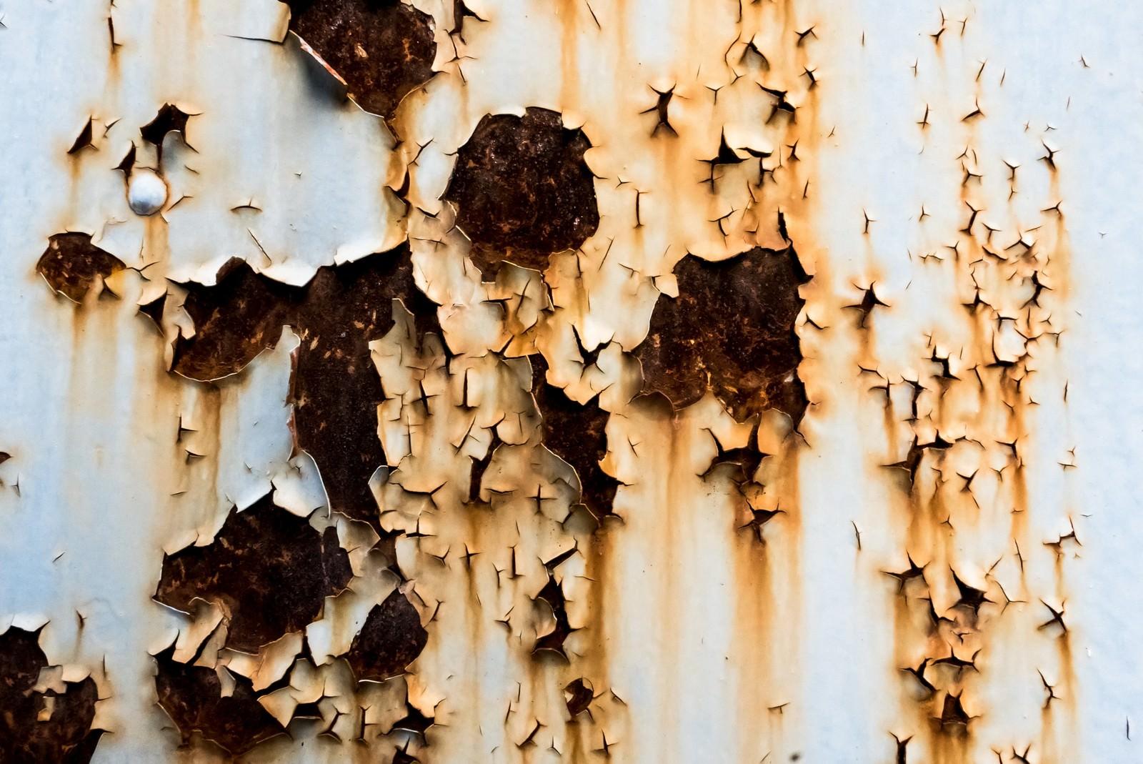 「塗装がはがれ錆びた壁(テクスチャー)」の写真