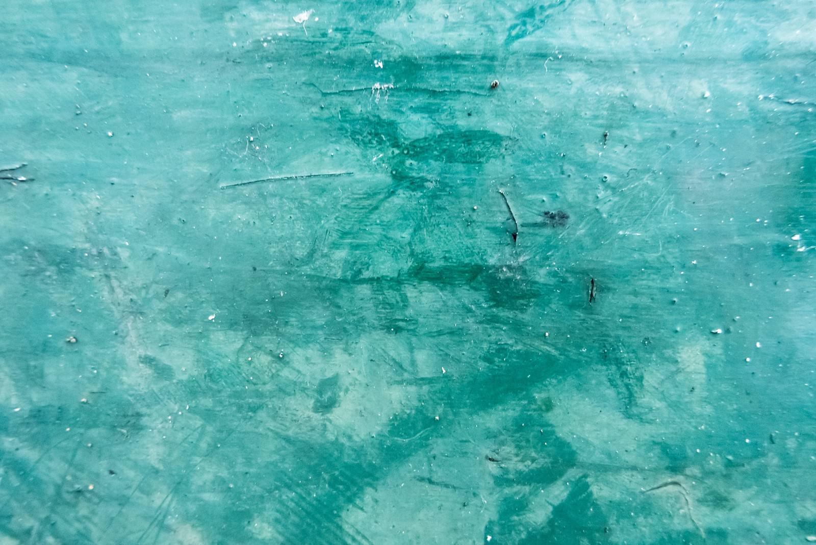 「緑色に塗装した壁(テクスチャ)」の写真