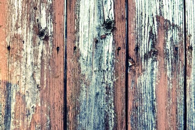 ボロボロの木の柵の写真