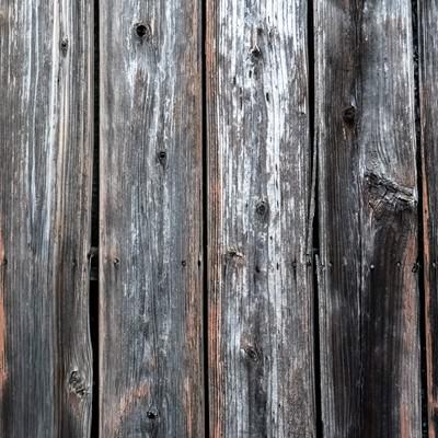 色あせた木の柵の写真