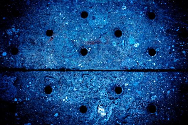 穴があいた足場板の写真