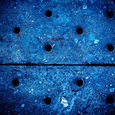 「穴があいた足場板」の写真素材