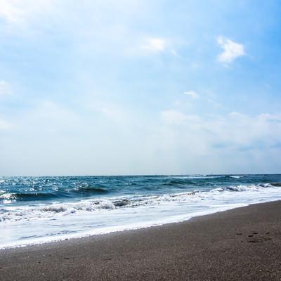 「よく晴れた空と海」の写真素材