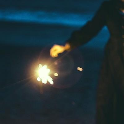「手持ち花火を楽しむ」の写真素材
