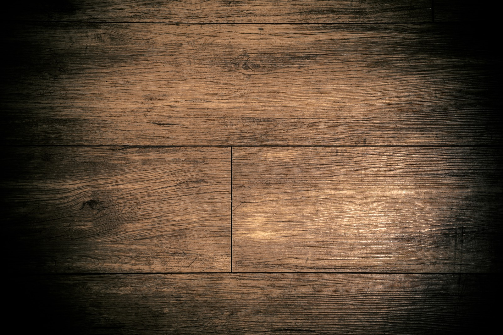 「すさんだ床」の写真