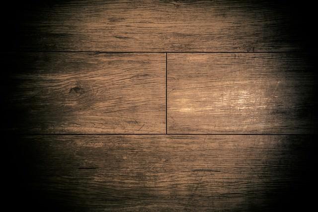不気味な木目のフローリングの写真