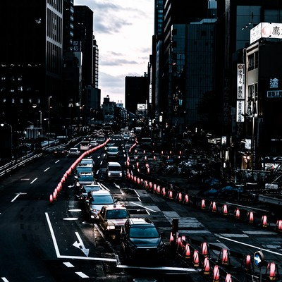 「新宿新都心歩道橋下前の道路工事」の写真素材