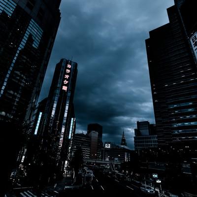 「新宿西口ロータリー入口前のビル群(夕刻過ぎ)」の写真素材