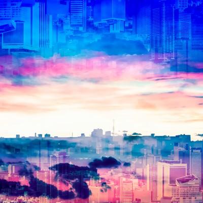 「重なり合う朝と夕方の都市(フォトモンタージュ)」の写真素材