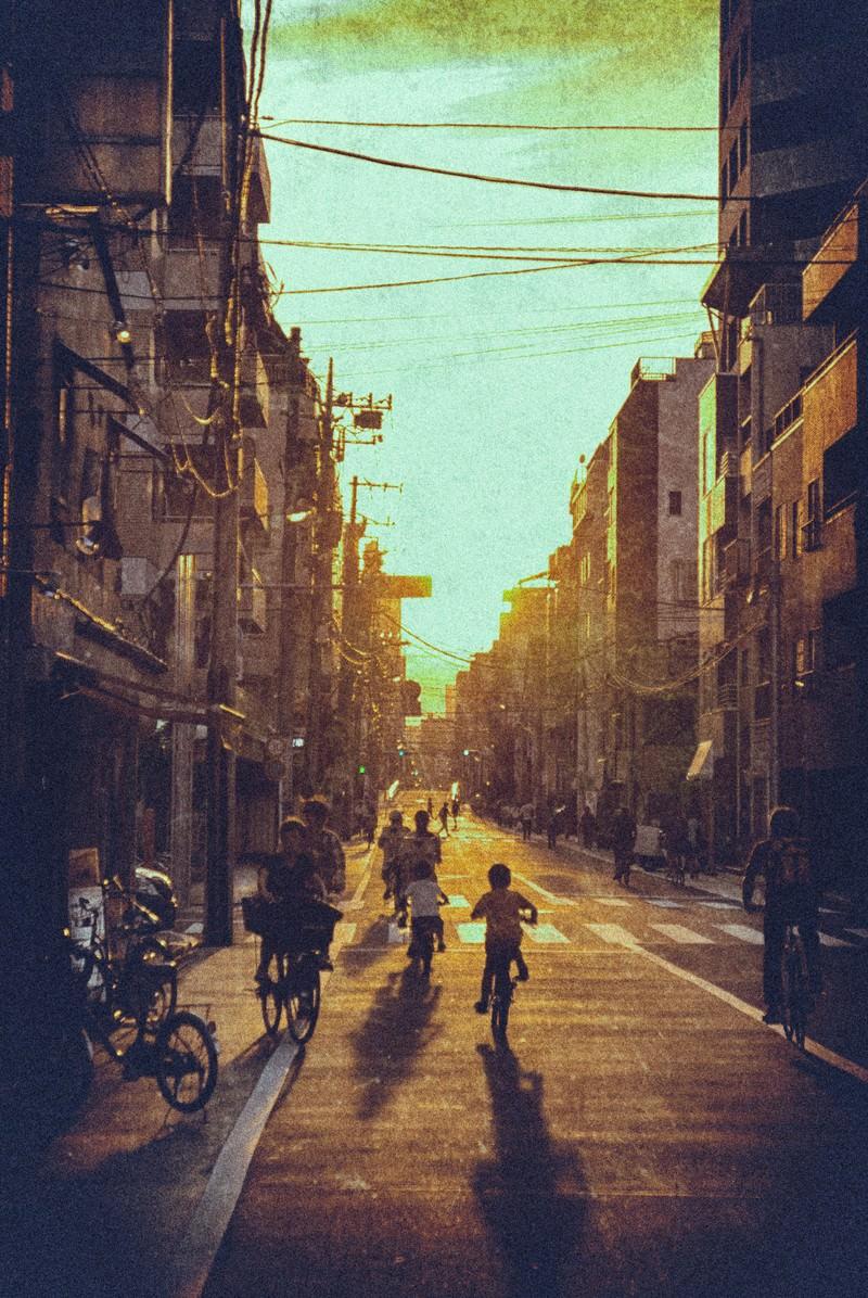 「夕焼けと町並み夕焼けと町並み」のフリー写真素材を拡大