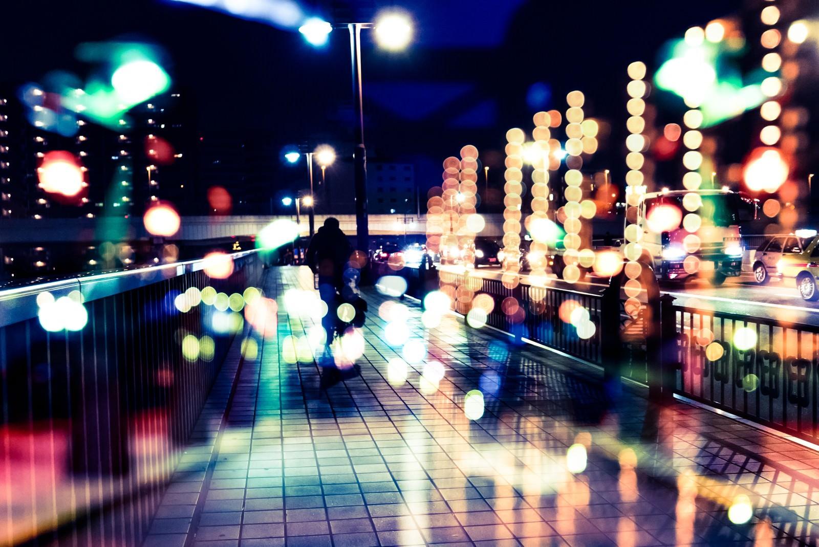 「丸ボケの光と街(フォトモンタージュ)」の写真