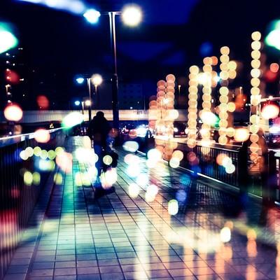 「丸ボケの光と街(フォトモンタージュ)」の写真素材