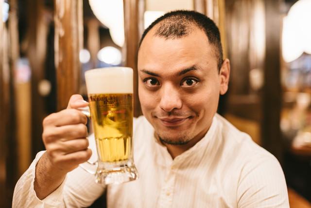 「乾杯しましょう!」のフリー写真素材