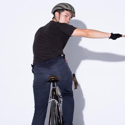 「自転車の手信号「右折」」の写真素材
