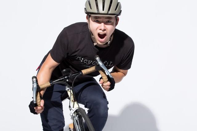 ロードバイクで峠を越えるの写真