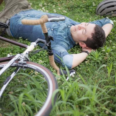 「落車・その先は楽しそうなお花畑」の写真素材