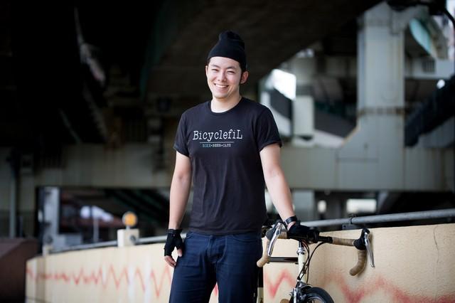 高架下でひとやすみ(ロードバイク)の写真