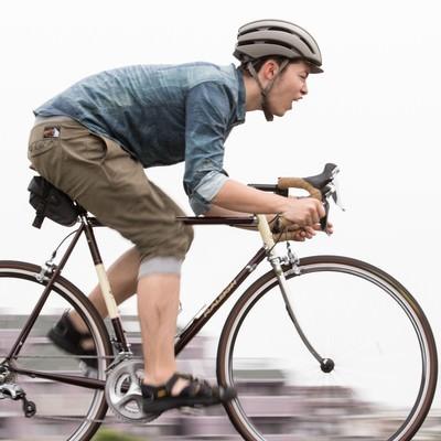 4日で1000kmの合宿を終え、鍛え抜かれたスピードを披露する自転車男子の写真