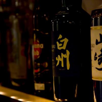 「ボトルキープされたお酒」の写真素材