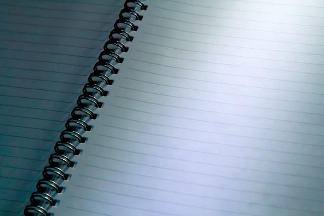 不吉な取り調べ中のノートの写真