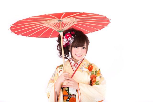 和傘と振袖美女の写真