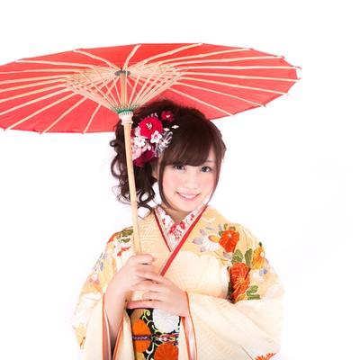 「和傘と振袖美女」の写真素材