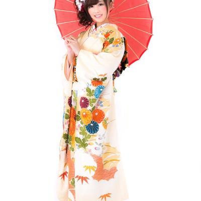 「番傘を持った着物の女性」の写真素材