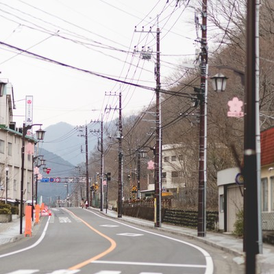 「山が見える街並み」の写真素材