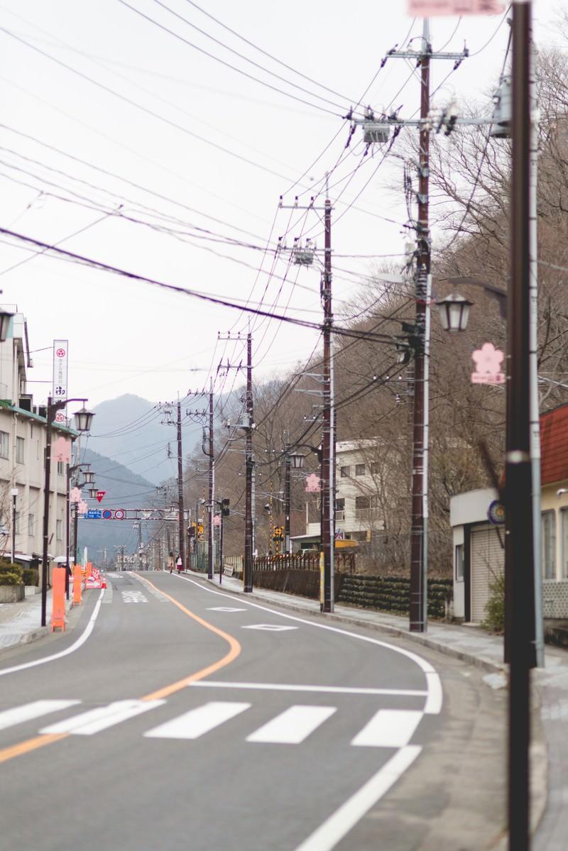 「山が見える街並み」の写真