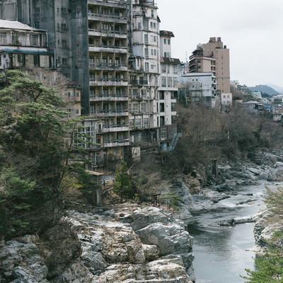 「廃虚と化した鬼怒川の旅館郡」の写真素材