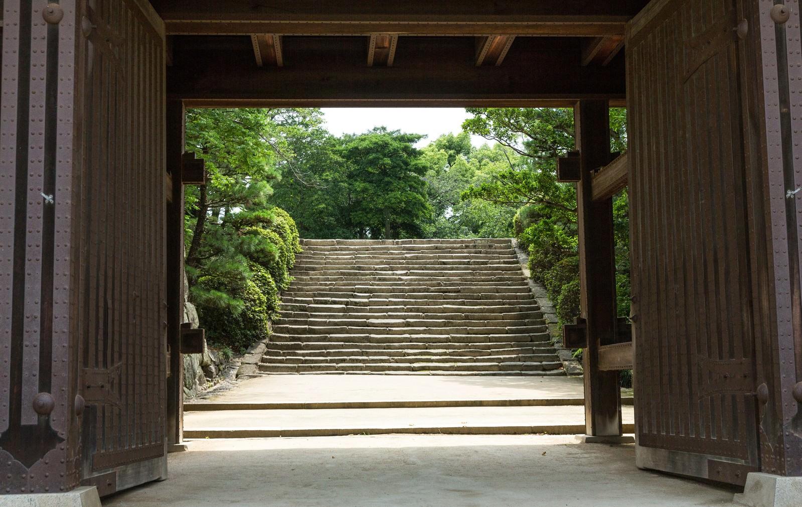 「城門先の石段(岡山城)」の写真
