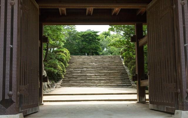 城門先の石段(岡山城)の写真