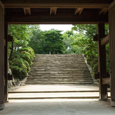 「城門先の石段(岡山城)」の写真素材