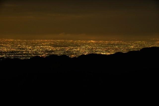 塔ノ岳から望む夜景の写真