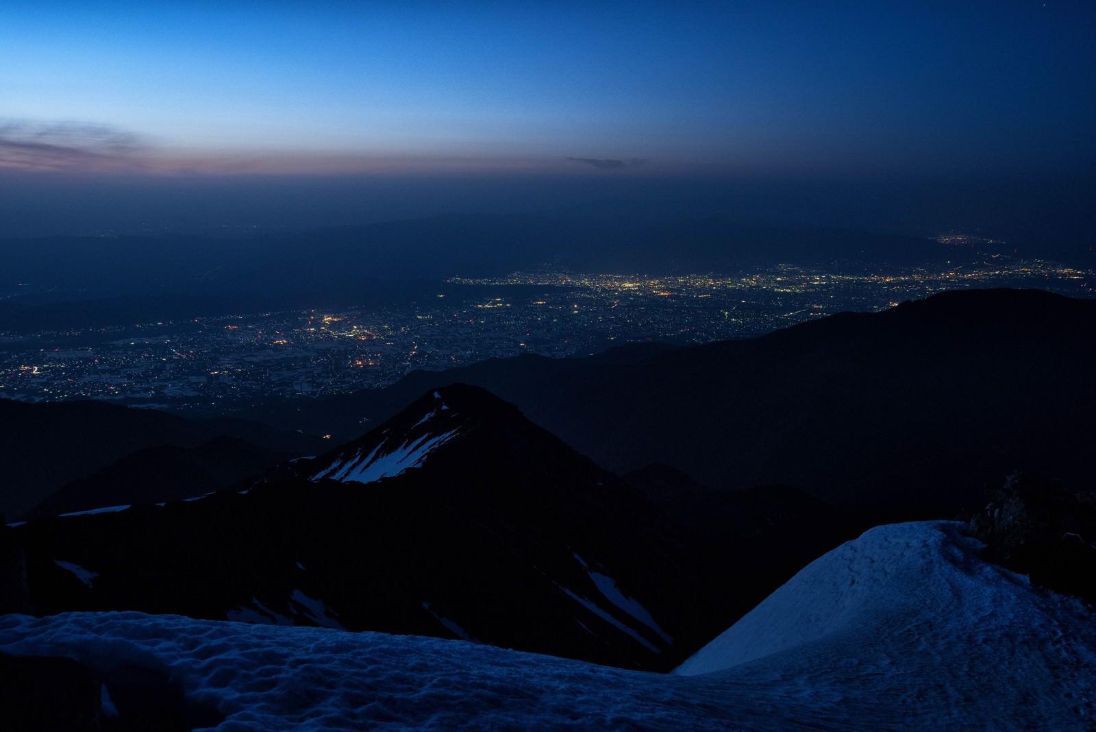 「常念岳の眼下に望む松本市の夜景」の写真