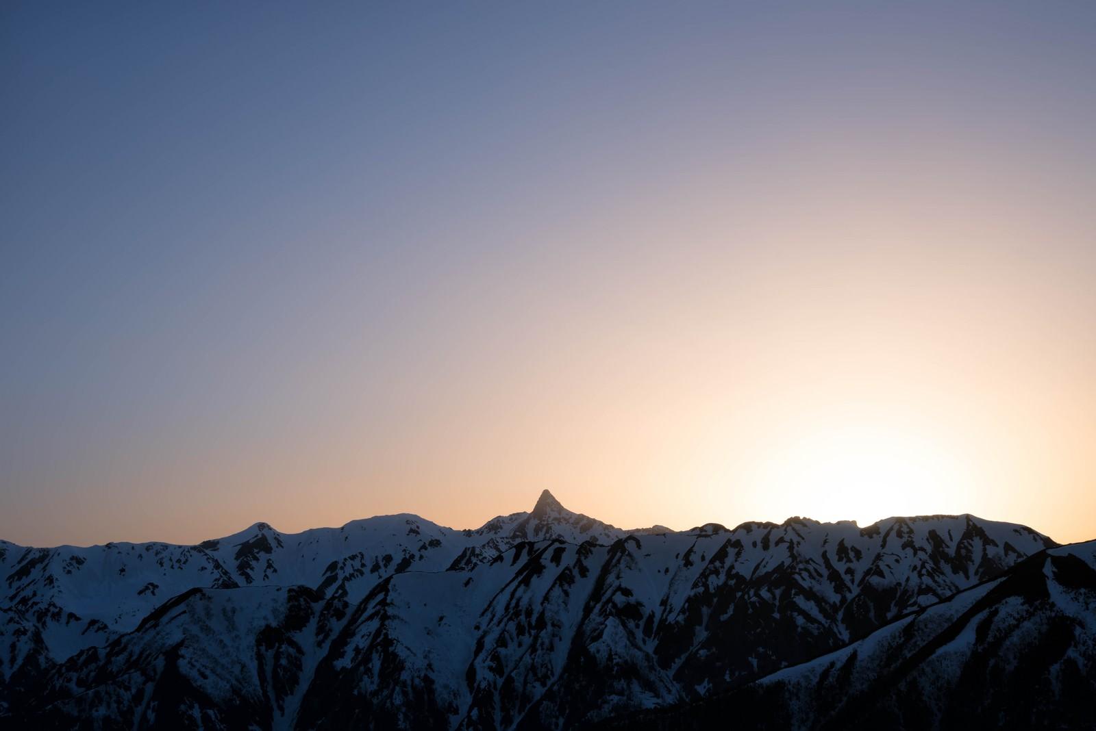 「特徴的な槍ヶ岳の穂先と朝焼け」の写真