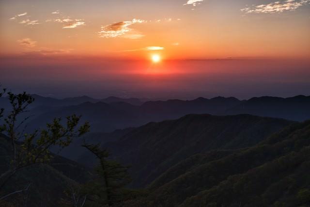 関東平野から昇る朝日の写真