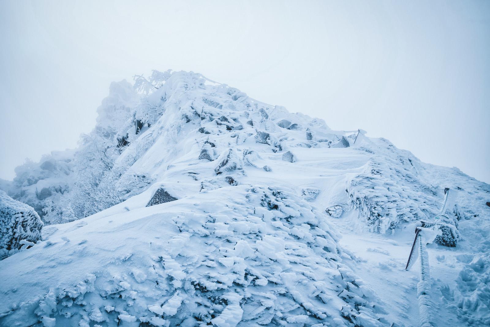 「厳冬期の東天狗岳」の写真