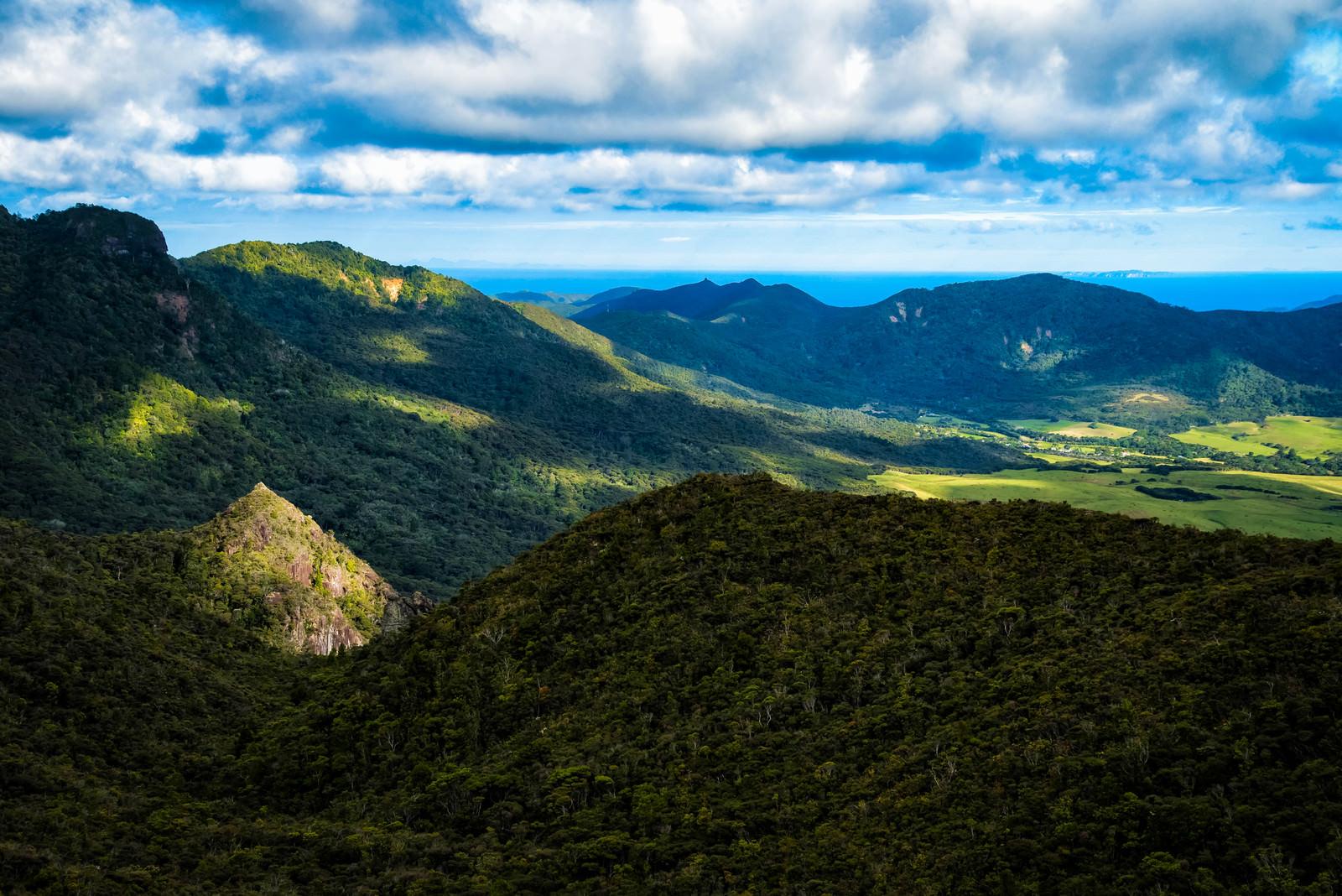 「アオテアのトレッキング中に望む絶景(ニュージーランド)」の写真