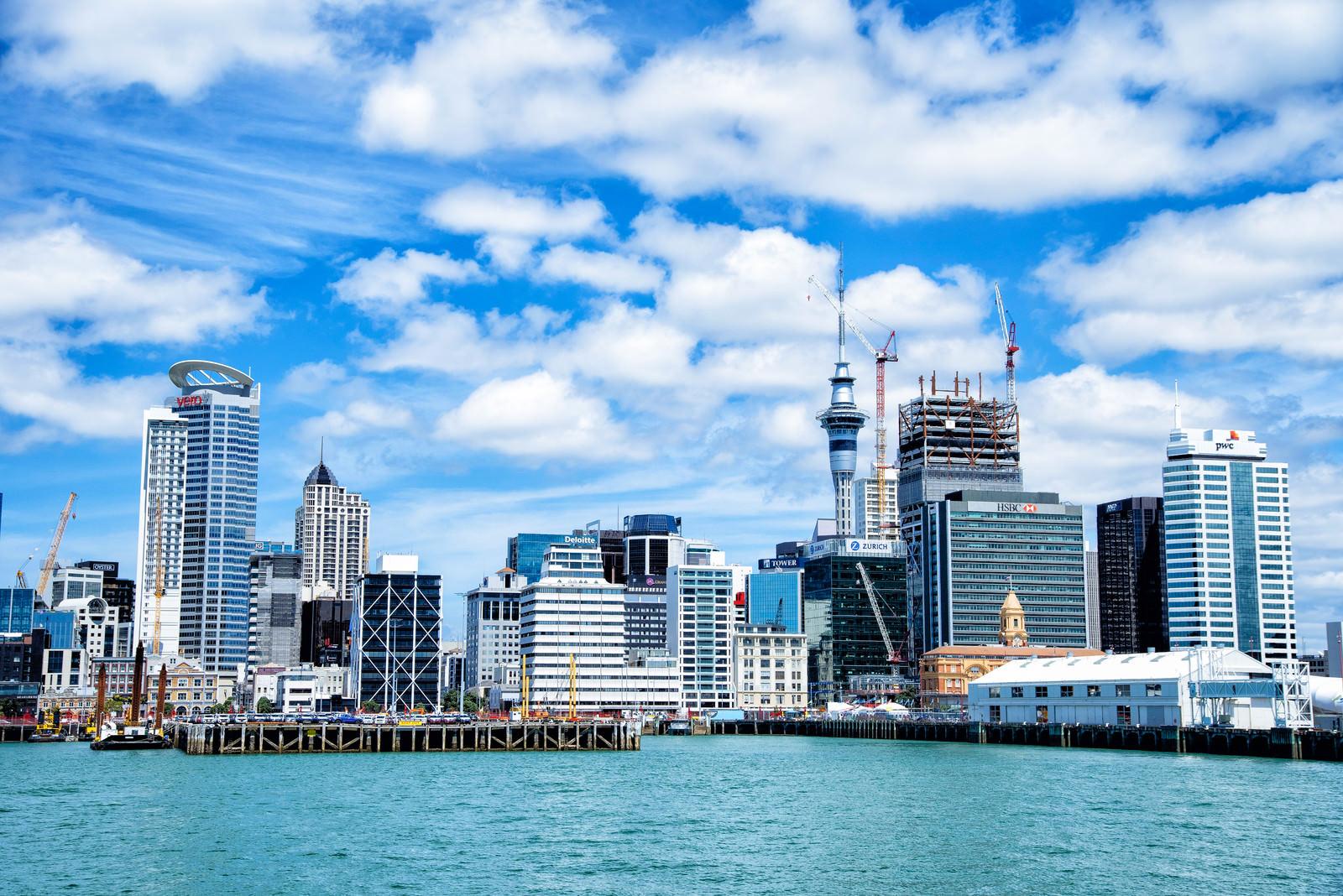 「オークランド港とビル群(ニュージーランド)」の写真
