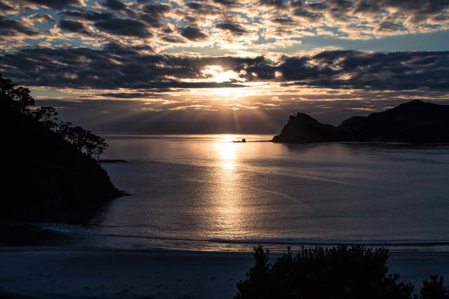 グレートバリア島から拝む天使のはしご(ニュージーランド)の写真