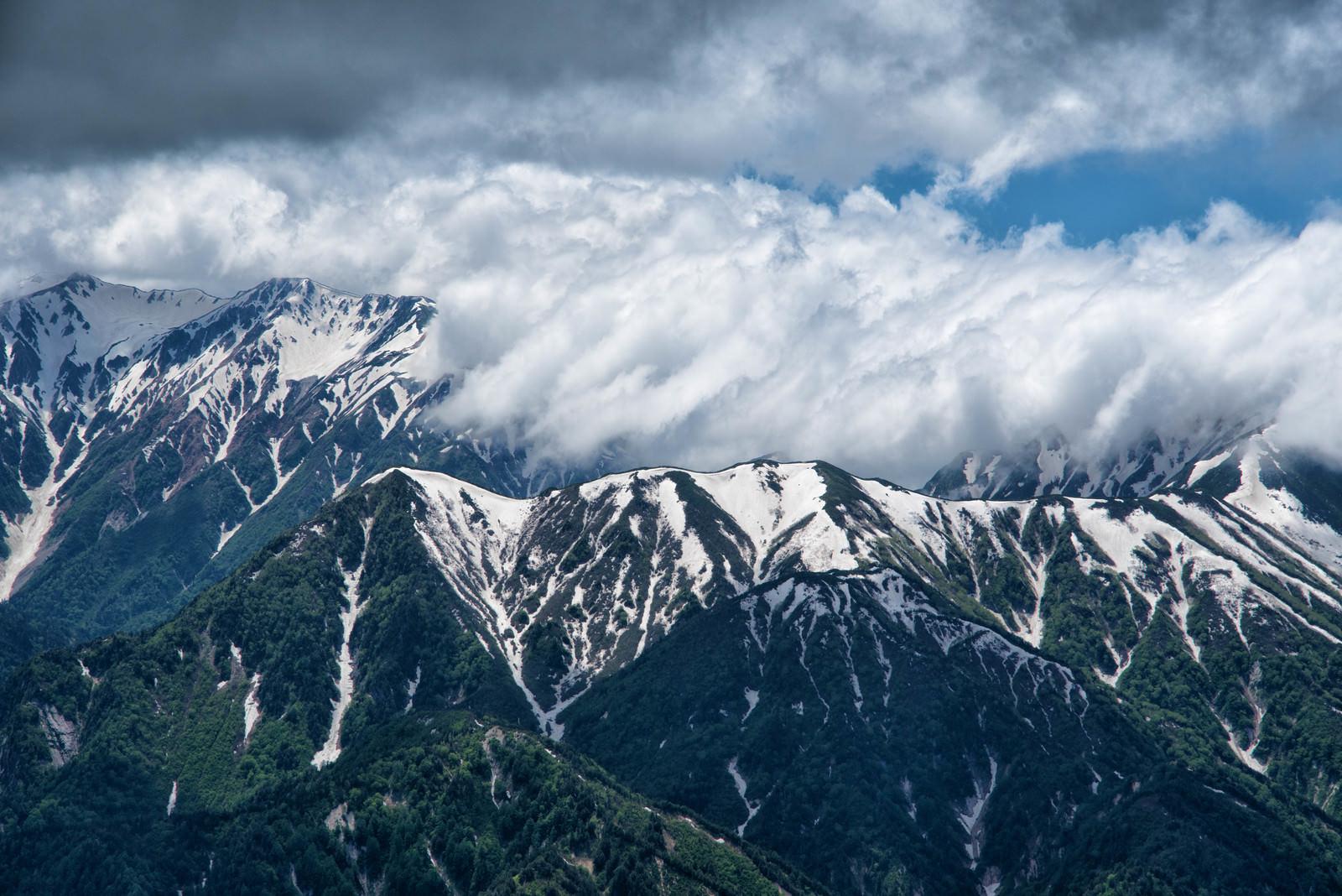 「立山を飲み込む滝雲(タキグモ)」の写真