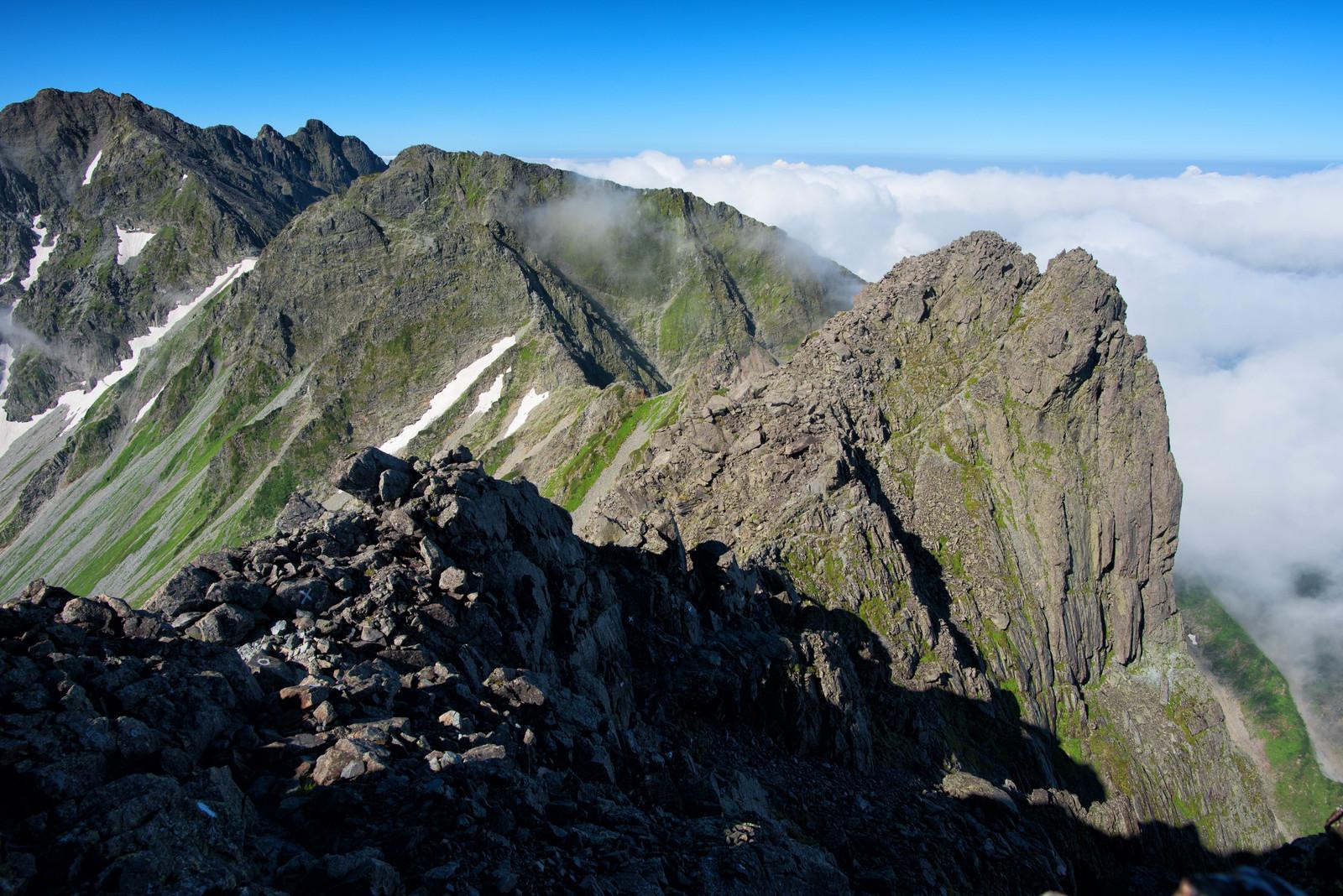 「北穂高岳から涸沢岳への縦走ルート」の写真