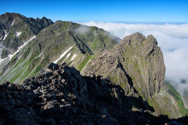 北穂高岳から涸沢岳への縦走ルートの写真