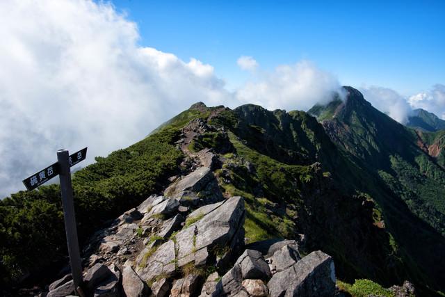 横岳から赤岳へ繋がる縦走路(八ヶ岳)の写真