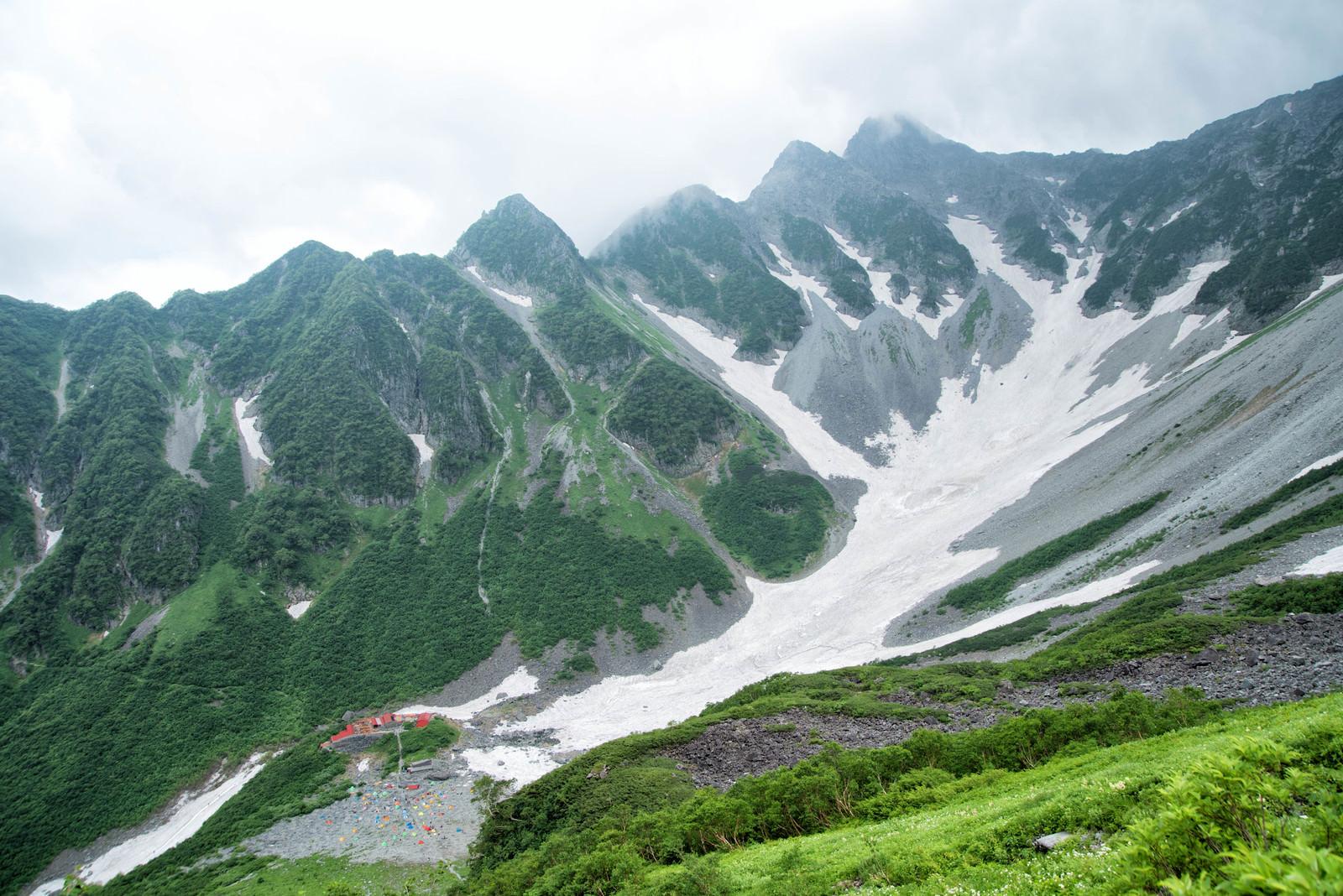 「涸沢カールと前穂高北尾根(北アルプス)」の写真