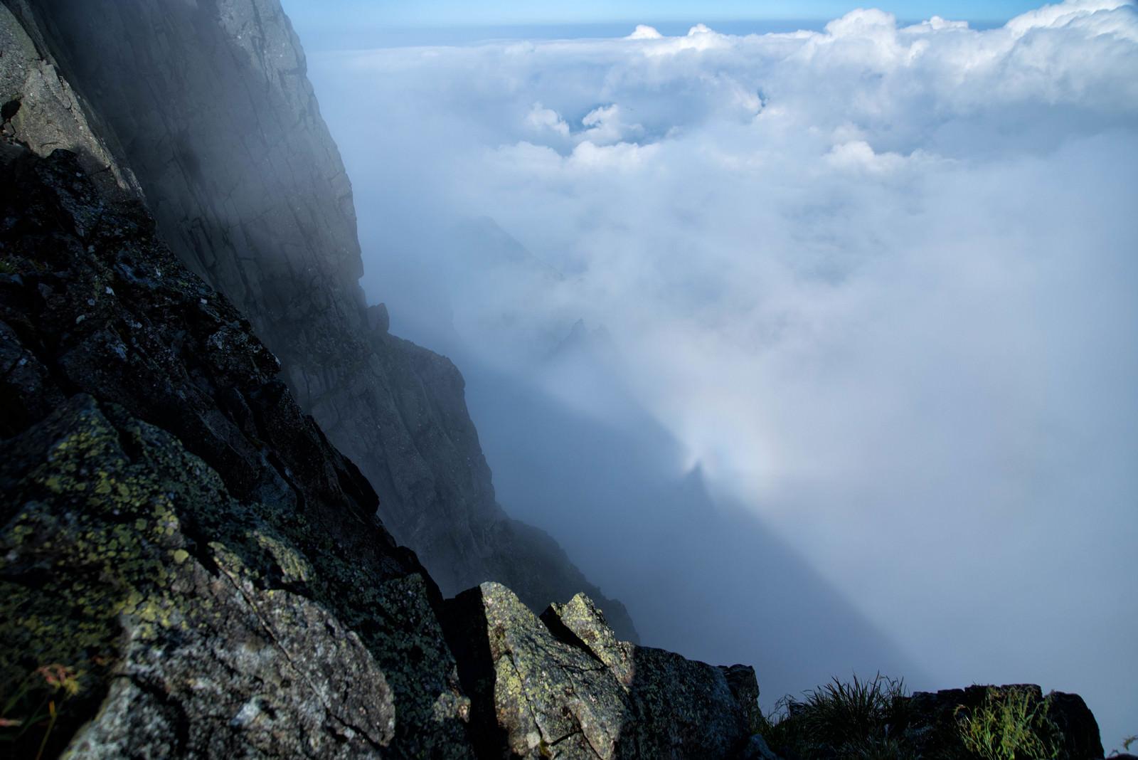 「滝谷の雲に落ちる虹(ブロッケン現象)」の写真