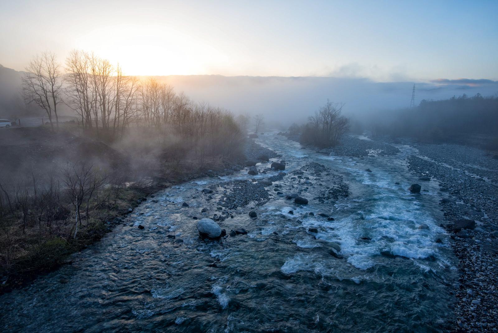 「朝霧が立ち込める松川」の写真