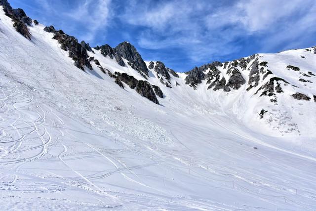 残雪の傾斜(千畳敷カール)の写真