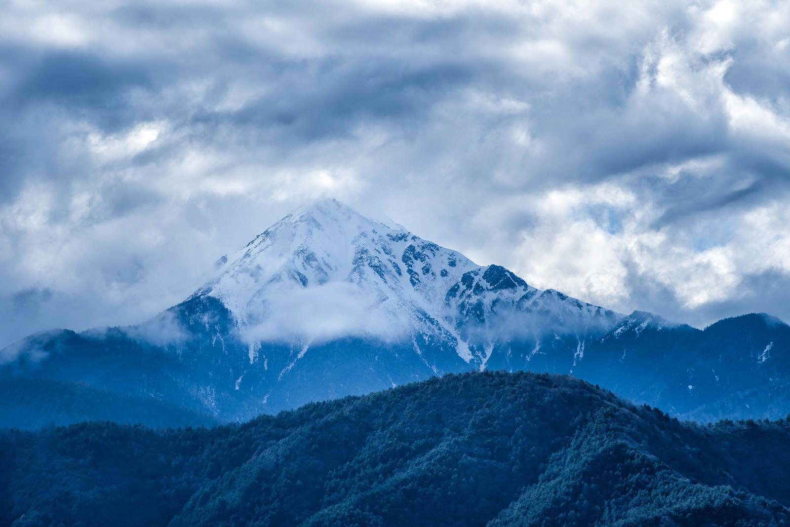 「雲に隠れる前常念岳(長野県)」の写真
